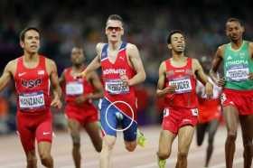 Henrik Ingebrigtsen tears pants during 1500 final