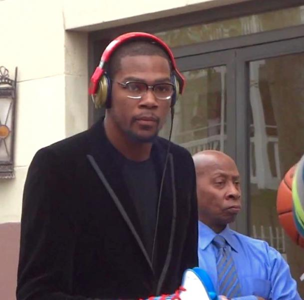 Kevin Durant Signing Autographs