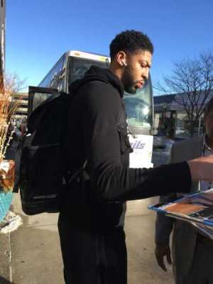Anthony Davis Signing Autographs