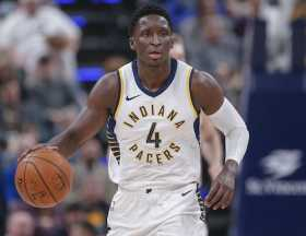 Video of Victor Oladipo signing autographs