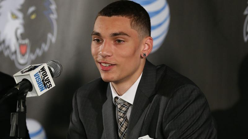 ZACH LAVINE Warming Up, Dunking and Signing At Scrimmage (Video.
