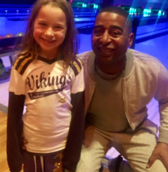 Cris Carter posing for photo with fan