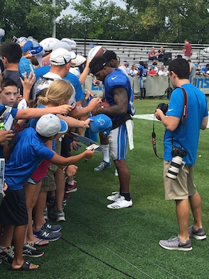 Ameer Abdullah signing autographs