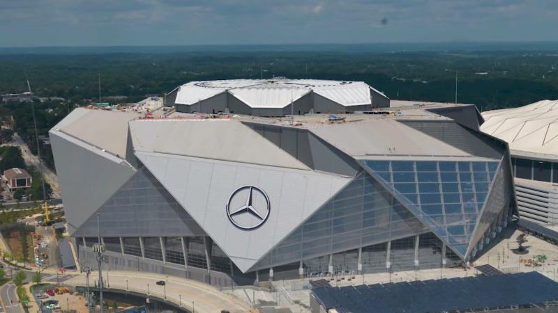 Mercedes-Benz Stadium retractable roof and scoreboard