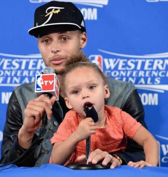 Riley Curry embracing Ryan Curry